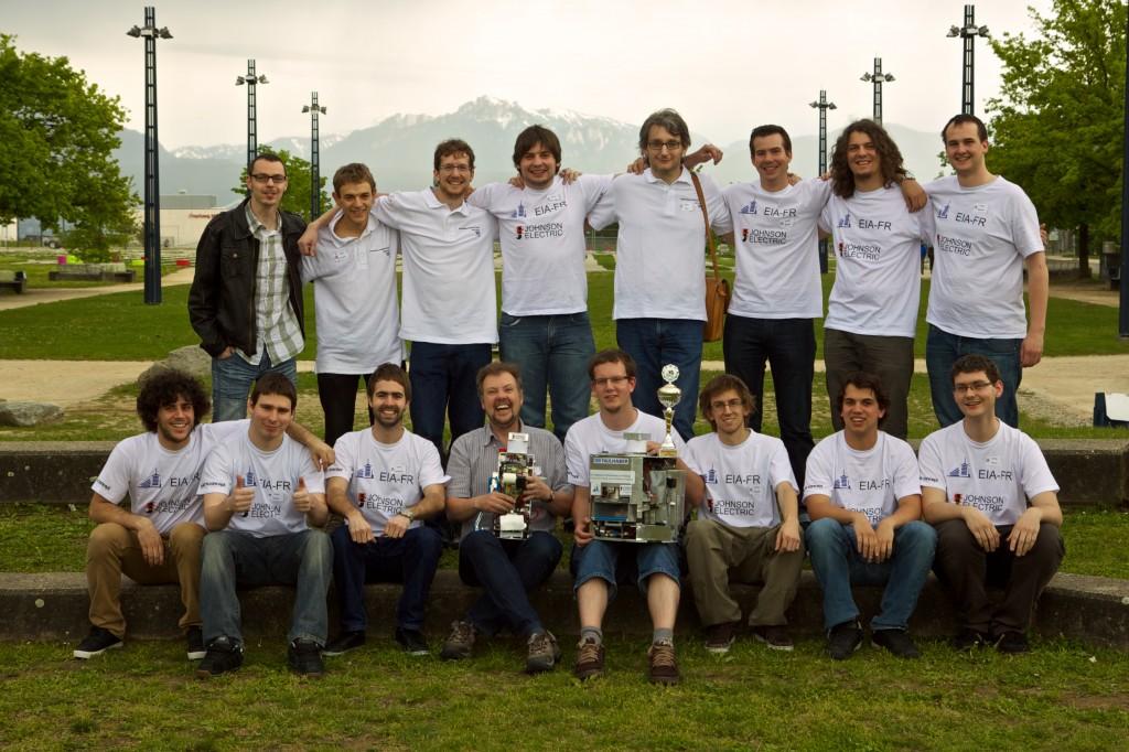 Photo de groupe après la coupe Suisse de robotique à l'EPFL